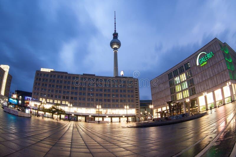Alexanderplatz przy półmrokiem w Berlin obraz royalty free