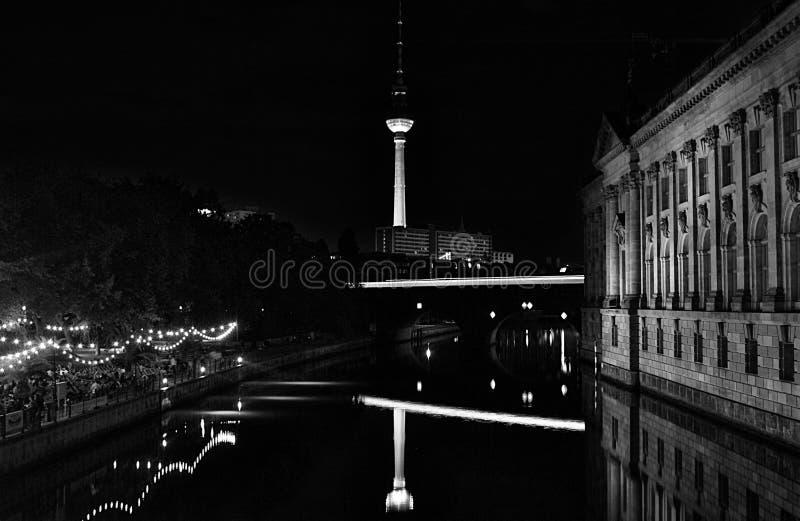 Alexanderplatz w Berlin nocą obraz royalty free