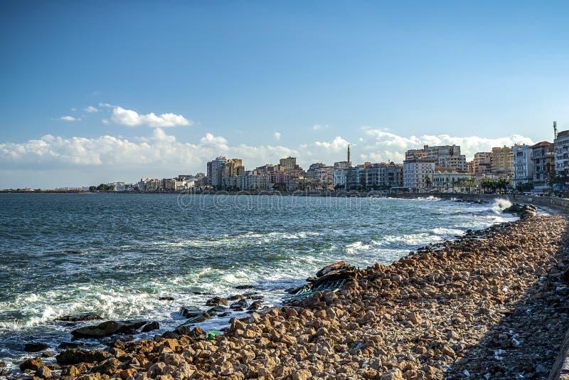 17/11/2018 Alexandría, Egipto, vista del terraplén de la ciudad antigua en la costa mediterránea foto de archivo libre de regalías