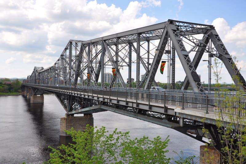Alexandra Bridge en Gatineau horizon, Ottawa royalty-vrije stock foto