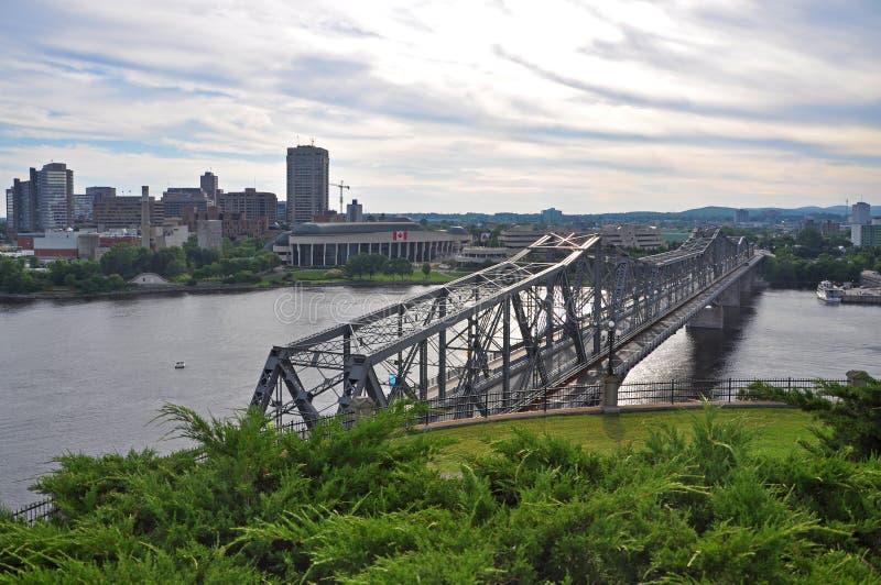 Alexandra Bridge en Gatineau horizon, Ottawa royalty-vrije stock afbeelding