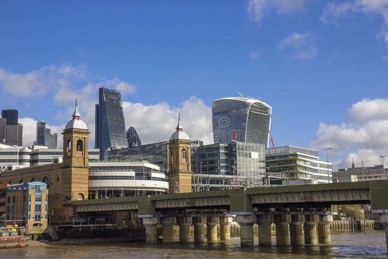 Alexandra för kanongatajärnvägsbro bro i London royaltyfria foton
