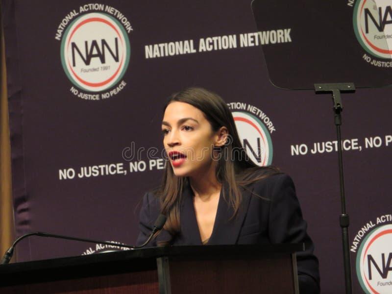 Alexandra Ocasio-Cortez bei der nationalen Aktions-Netz-Konferenz lizenzfreies stockbild