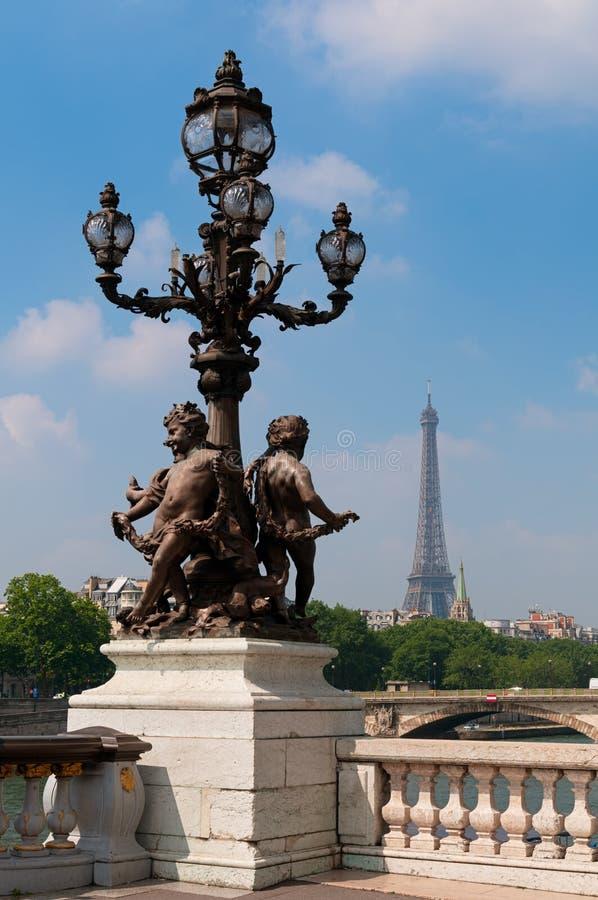 Alexandre III most z wieżą eifla w Paryż, Francja obraz royalty free
