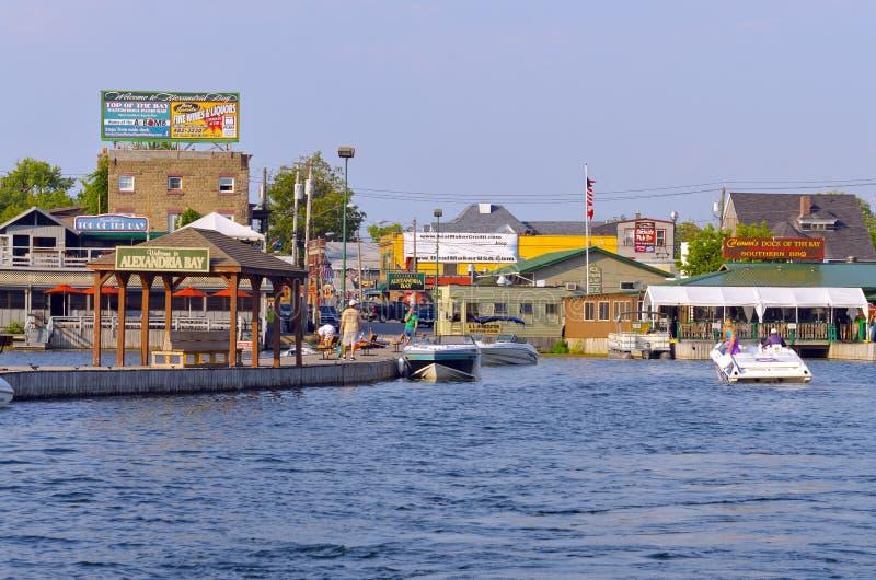 Alexandria Bay den New York hamnen shoppar royaltyfri foto