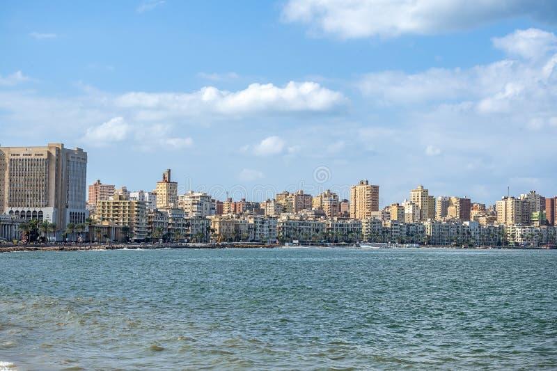 17/11/2018 Alexandria, Egypten, sikt av invallningen av den forntida staden på den medelhavs- kusten arkivbilder