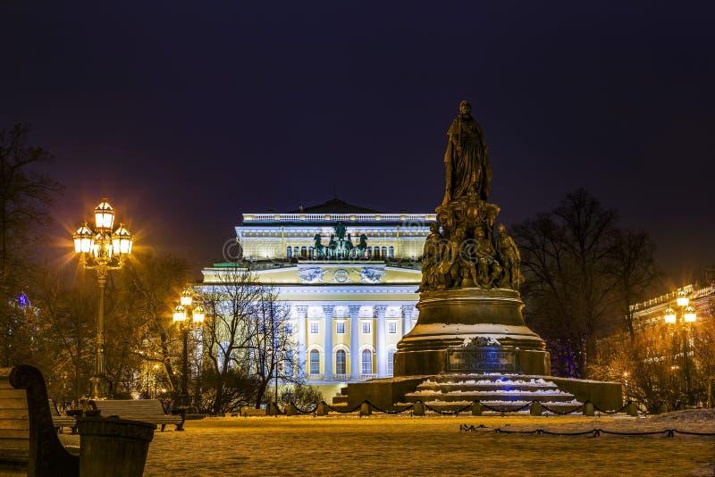 Alexandrinsky-Theater oder russisches Zustand Pushkin-Hochschuldrama-Theater und Monument Catherine II groß St Petersburg, Russla stockbilder
