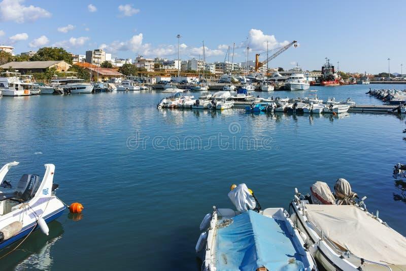 ALEXANDROUPOLI GRECJA, WRZESIEŃ, - 23, 2017: Zadziwiający widok port i miasteczko Alexandroupoli, Wschodni Macedonia i Thrace, zdjęcia stock