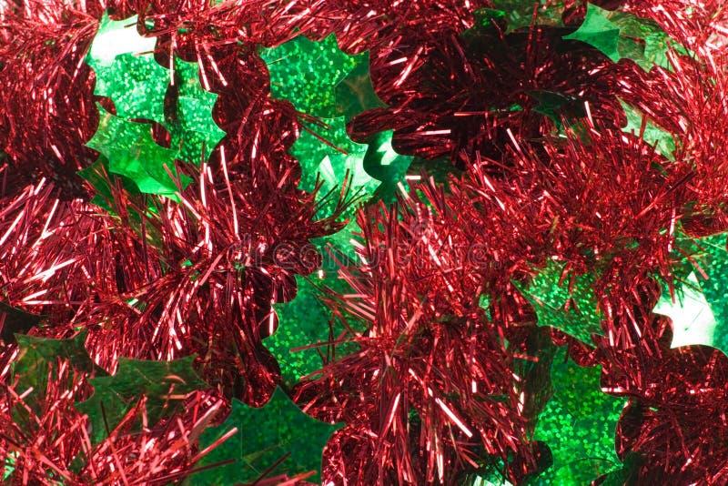 Alfa roja de la guirnalda del acebo foto de archivo libre de regalías