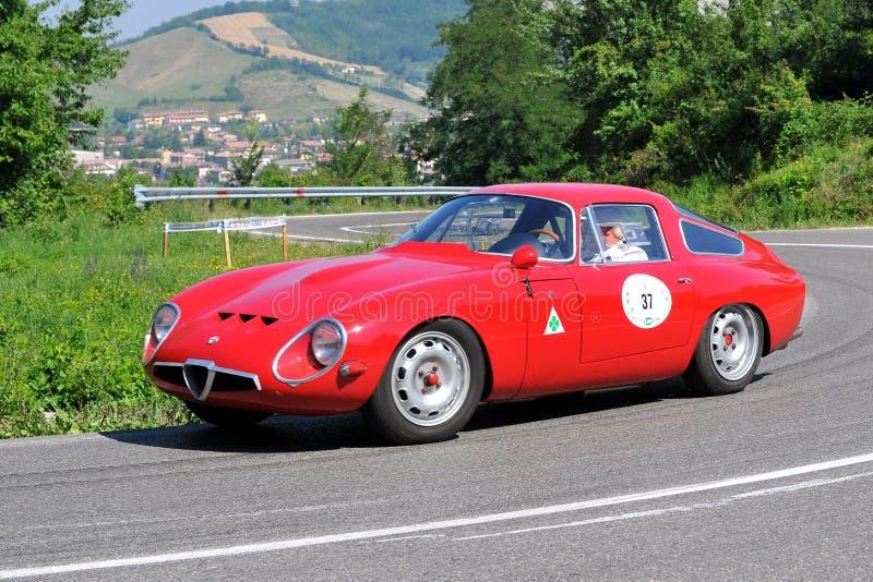 Alfa Romeo Giulia - bandeira de prata 2011 de Vernasca fotografia de stock royalty free
