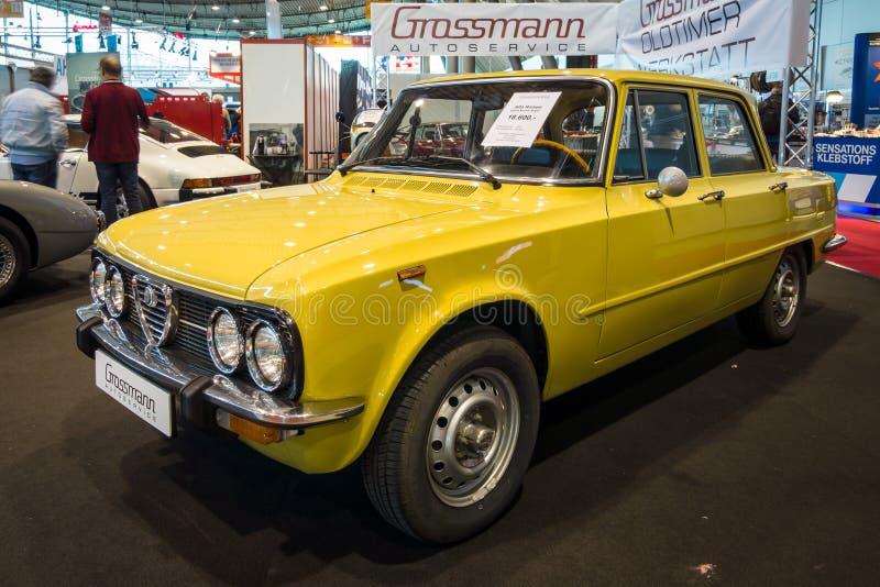 Alfa Romeo Giulia Nuova Super do carro de grande família, 1975 imagens de stock royalty free