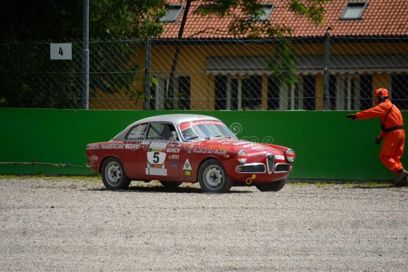 Alfa 1959 Romeo Giulietta Sprint Veloce em Monza imagens de stock