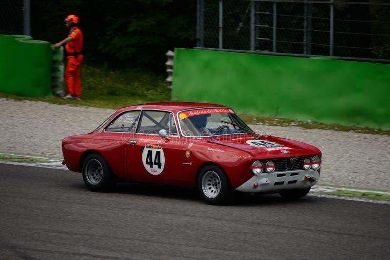Alfa Romeo 1971 GT 2000 Veloce em Monza imagens de stock