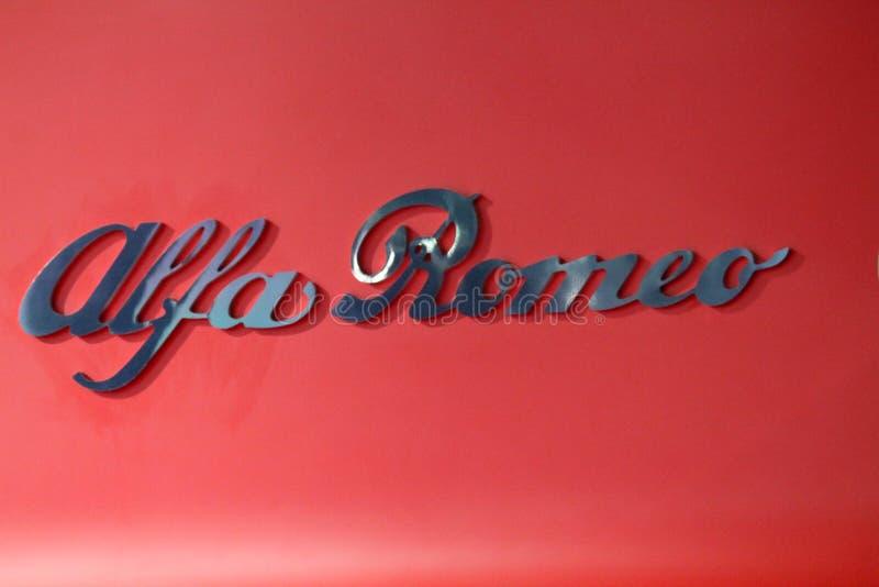 Alfa Romeo tecken på den auto showen arkivbild