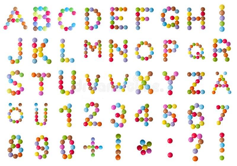 Alfabet en aantallen in chocoladesuikergoed royalty-vrije illustratie