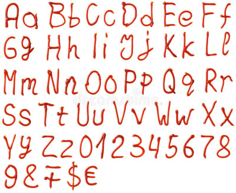 Alfabetbrieven van ketchup worden gemaakt die stock foto's