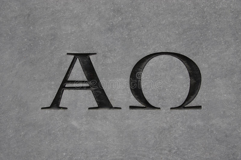 Alfabetisk och omega i sten royaltyfri fotografi