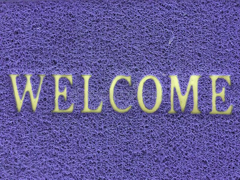 Alfabeto agradable en el fondo violeta del modelo de la textura del color fotografía de archivo libre de regalías