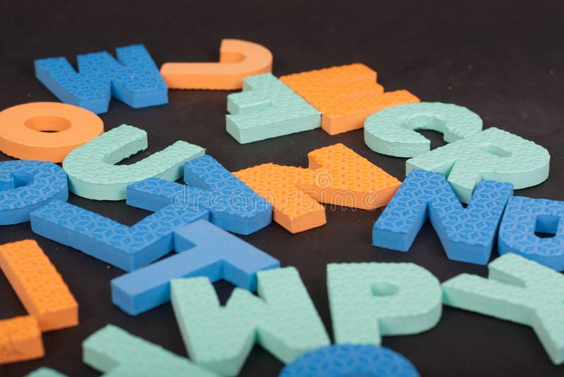 Alfabeto delle lettere su un fondo nero fotografia stock