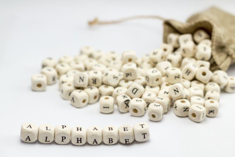 Alfabeto escrito com cubos de madeira imagem de stock royalty free