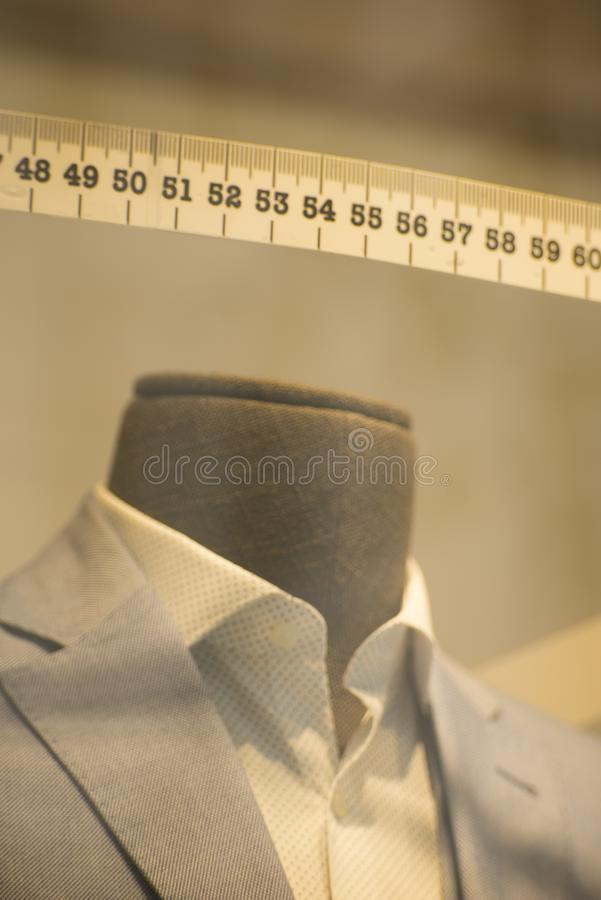 Alfaiates feitos para medir o terno imagens de stock royalty free