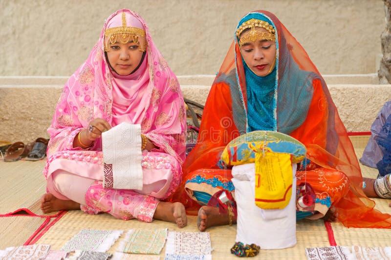 Alfaiates omanenses das mulheres imagens de stock