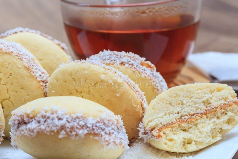 Alfajores ciastka z Dulka De Leche i koks zdjęcia royalty free