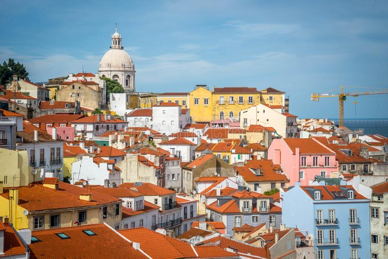 Alfama看法在里斯本 免版税库存照片