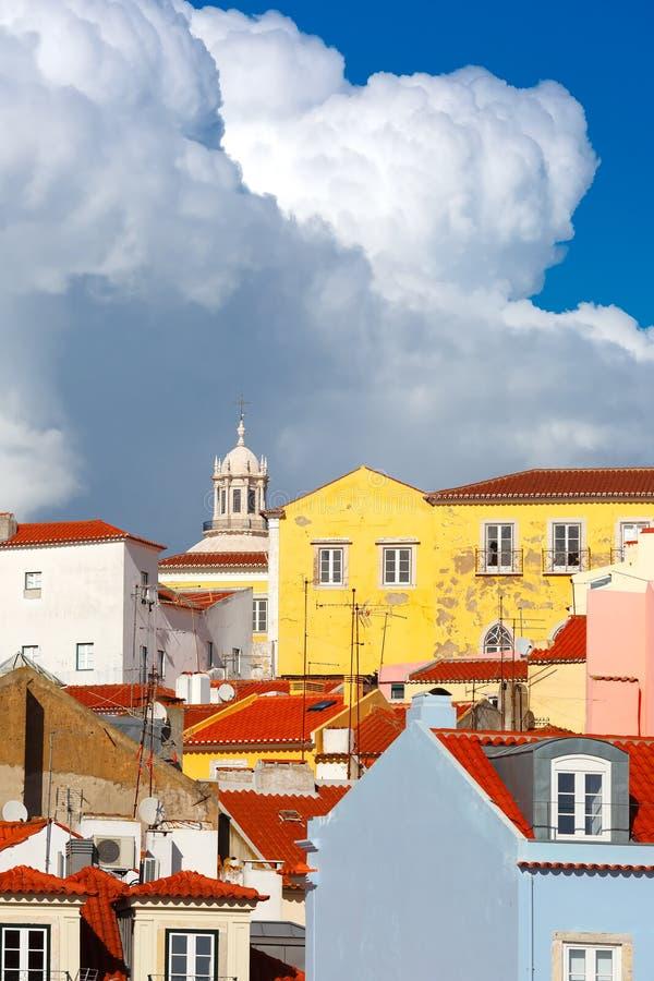 Alfama på en solig eftermiddag, Lissabon, Portugal arkivfoton