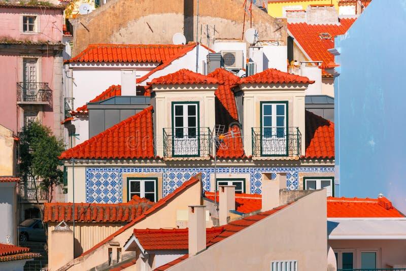 Alfama su un pomeriggio soleggiato, Lisbona, Portogallo immagini stock libere da diritti