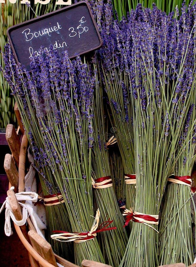 Alfazema para a venda no mercado de Provence imagens de stock royalty free