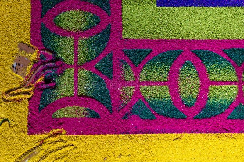 Alfobre, alfombra del serrín hecha para Semana Santa Easter con las huellas dactilares en el EL Calvario, Antigua, Guatemala imagen de archivo libre de regalías