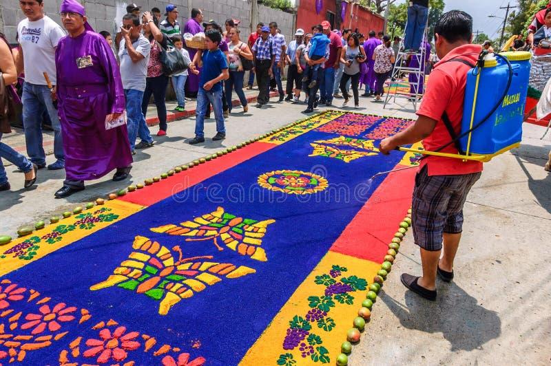 Alfombra de riego de la semana santa, Antigua, Guatemala foto de archivo libre de regalías