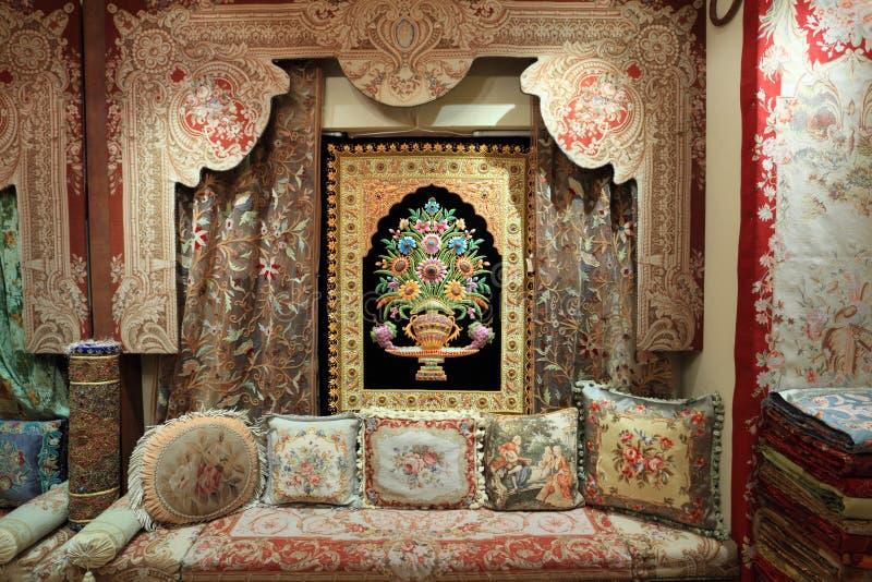 Alfombras y telas orientales en essaouira imagen de - Telas marroquies ...