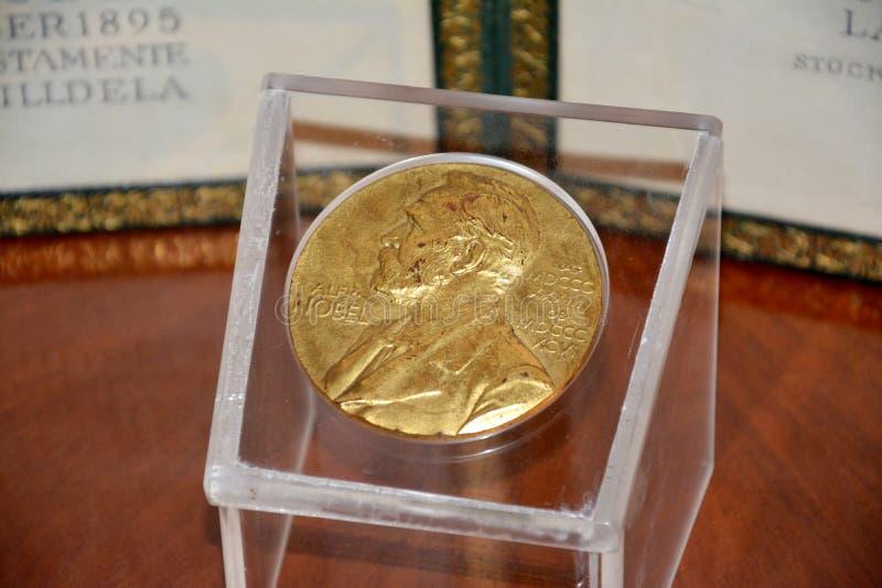 Alfred Nobel på Nobelprismedaljen royaltyfria bilder