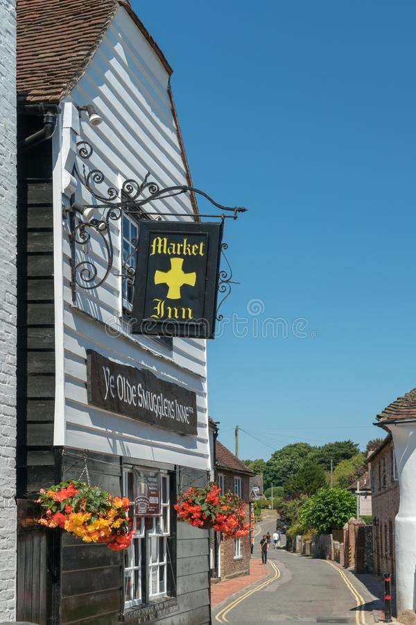ALFRISTON, SUSSEX/UK - 23 JULI: Mening van de Marktherberg in Alfri royalty-vrije stock foto's