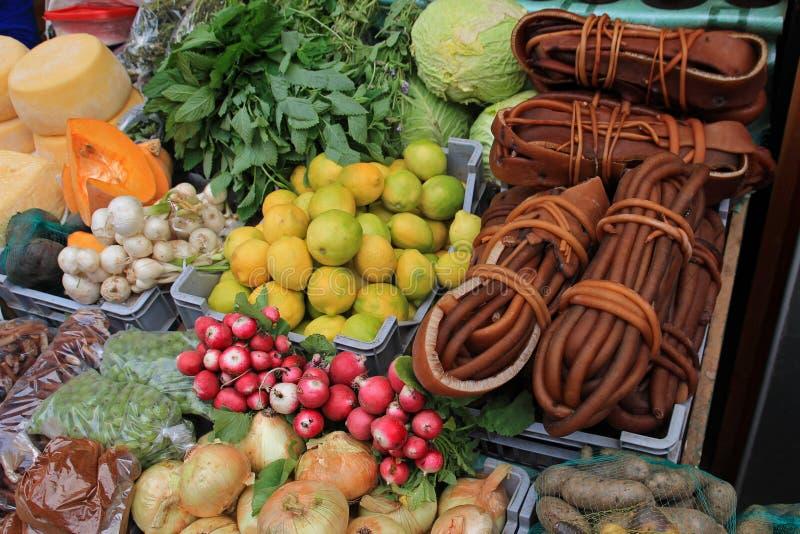 Alga marina y verduras en el mercado en Ancud, isla de Chiloe, Chile imágenes de archivo libres de regalías