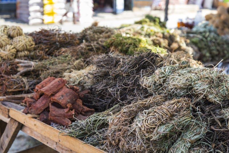 Alga secca in un mercato dell'alimento nel Madagascar fotografie stock