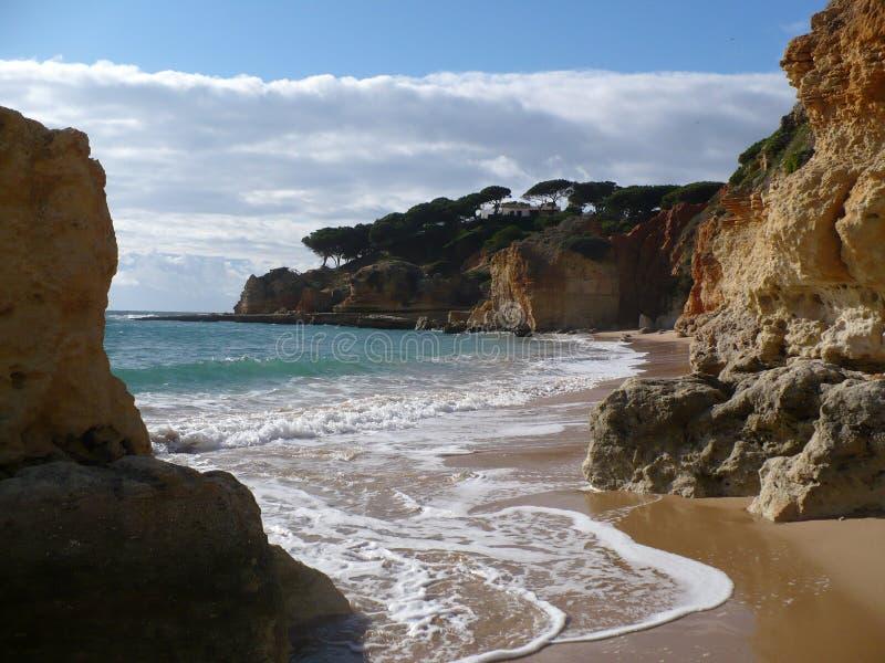 algarve海滩峭壁 库存图片