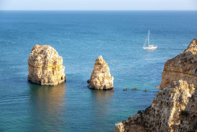 algarve Португалия Шлюпка и kajaks стоковое изображение rf