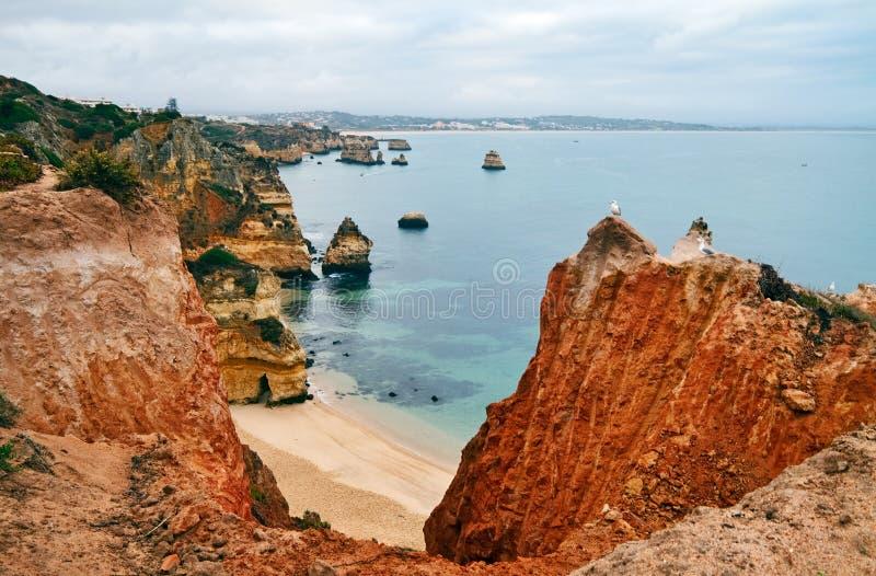Algarve kustlijn stock foto