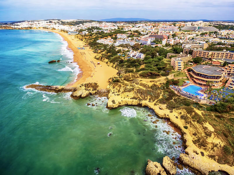 Algarve, Portugal: Luft-UAV-Foto der Küste lizenzfreie stockfotos