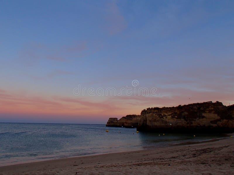 Algarve solnedgång royaltyfria bilder
