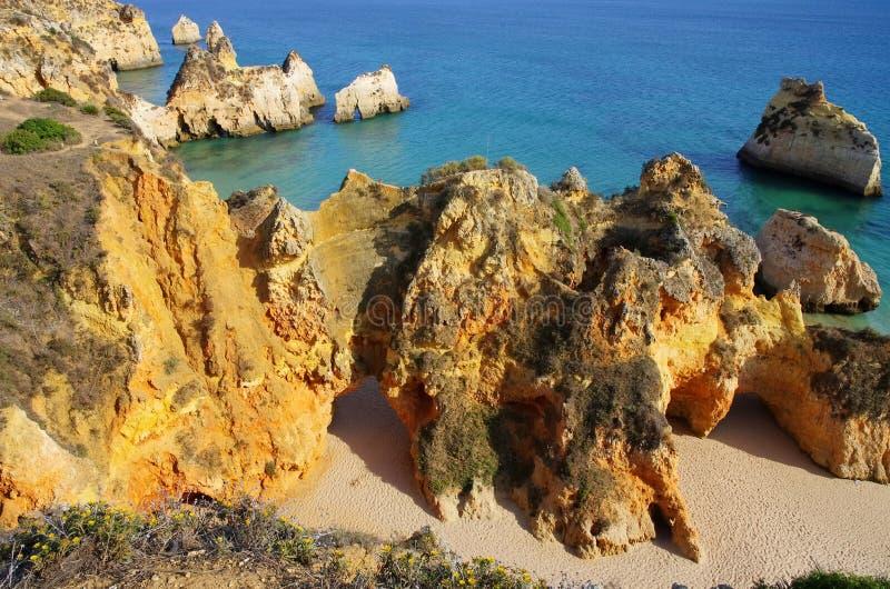 Algarve strand Dos Tres Irmaos royaltyfria bilder