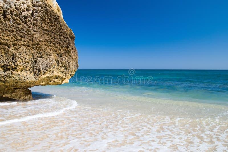 algarvian пляж идилличный стоковое изображение
