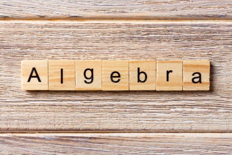 Algebry słowo pisać na drewnianym bloku Algebra tekst na stole, pojęcie obraz royalty free