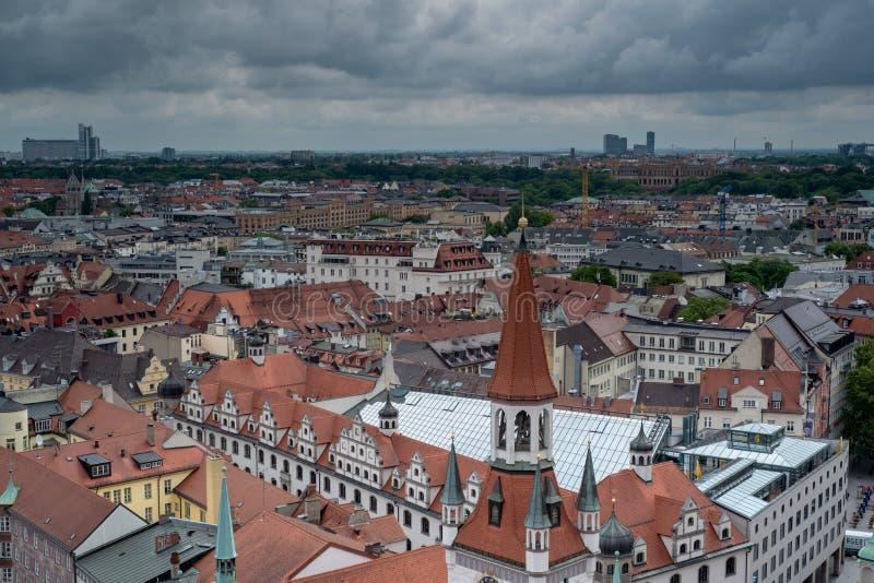 Algemeen satellietbeeld van München van een toren stock foto's