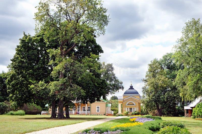 Algemene mening van het Lermontov-landgoed Tarkhani royalty-vrije stock fotografie