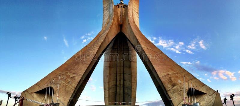 ALGERI, ALGERIA - 24 SETTEMBRE 2016: Il monumento di Maqam Echahid Aperto nel 1982 per il ventesimo anniversario di indipendenza  fotografia stock