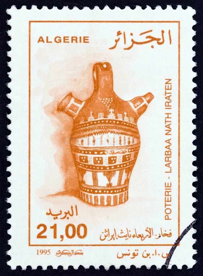 ALGERIJE - CIRCA 1995: Een zegel in Algerije wordt gedrukt toont Kruik van Larbaa nath Iraten, circa 1995 die royalty-vrije stock fotografie